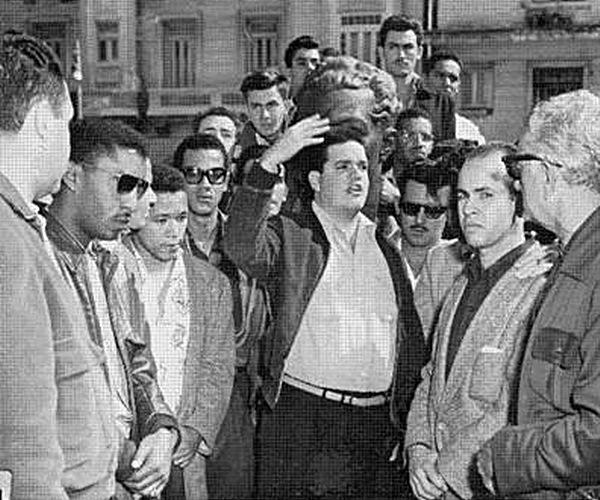 Le peuple rend hommage à José A. Echeverría depuis sa maison natale