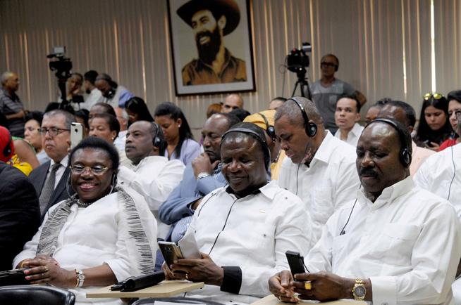 Jefes de misiones africanas y miembros del Cuerpo Diplomático acreditado en Cuba, asisten al acto de conmemoración del Día de África, en la sede del Ministerio de Relaciones Exteriores (MINREX), en La Habana, el 24 de mayo de 2019.