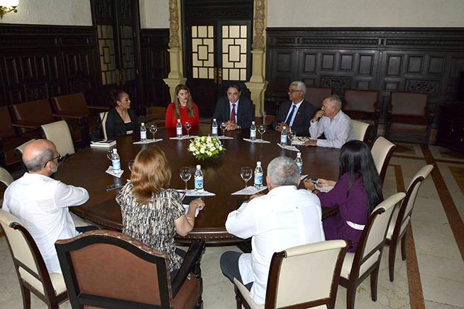 Esteban Lazo Hernández, presidente de la Asamblea Nacional del Poder Popular (ANPP), saludó hoy a Héctor Enrique Arce Zaconeta, ministro de Justicia del Estado Plurinacional de Bolivia, quien llegó al Capitolio de La Habana en visita de cortesía.