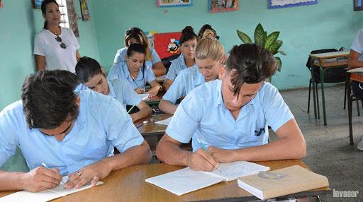 Ministra de Educación informa que pasarán de nivel estudiantes que cumplan calendario evaluativo