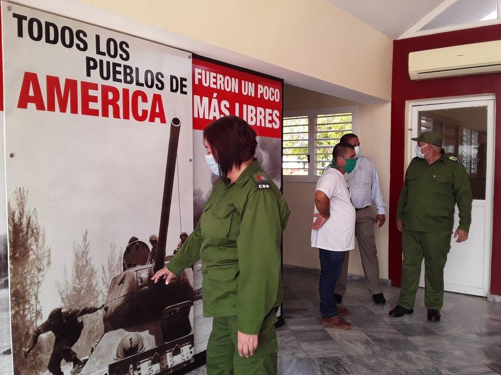 Envían Raúl y Díaz-Canel ofrendas florales a los héroes de Playa Girón