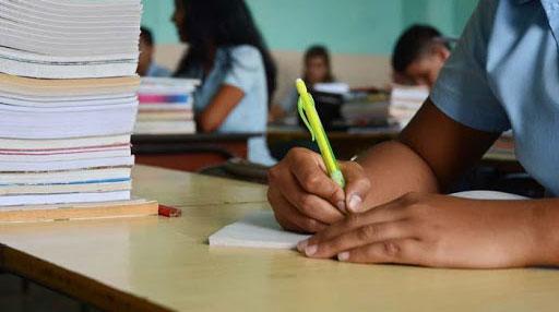 Ministerio de Educación en Cuba realiza encuesta on-line para estudiantes del grado 12