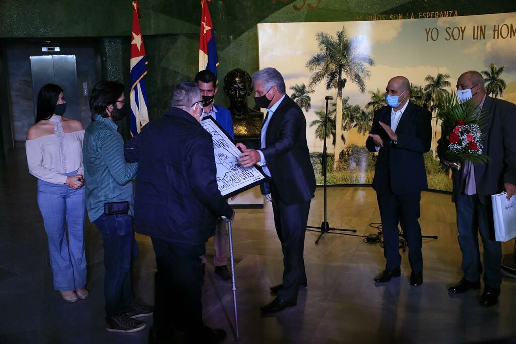 Entregan en Cuba premios Maestros de Juventudes