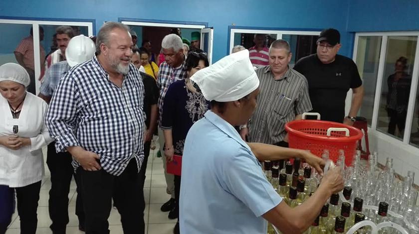 Primer ministro denuncia persecusión financiera de EE.UU. contra Cuba