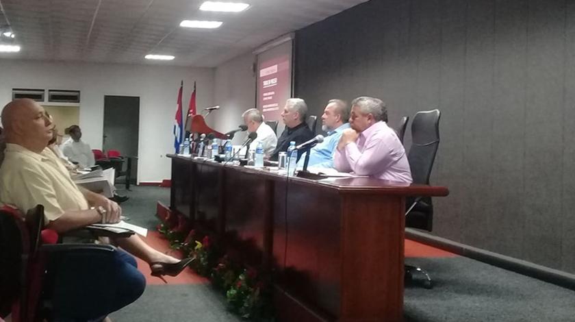 Encabeza Díaz-Canel balance de trabajo del Ministerio de Industrias