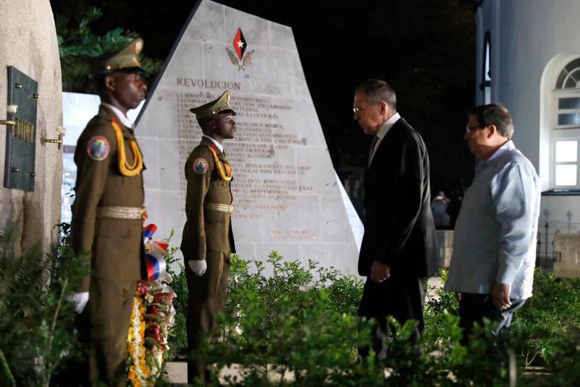 Ministro de Exteriores de Rusia rindió honores a Martí y Fidel
