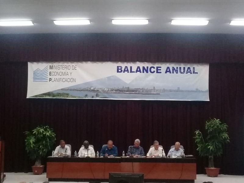 Participa Presidente de Cuba en balance anual del Ministerio de Economía y Planificación