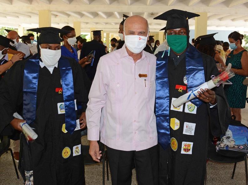 Gradúa Universidad de Camagüey a 26 becarios extranjeros (+ Fotos)