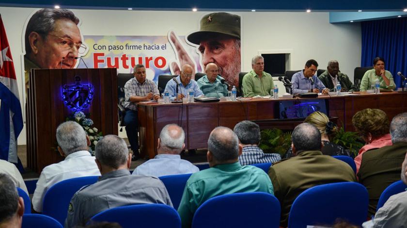 Exige Presidente cubano mayor ahorro y eficiencia en el sector del Transporte