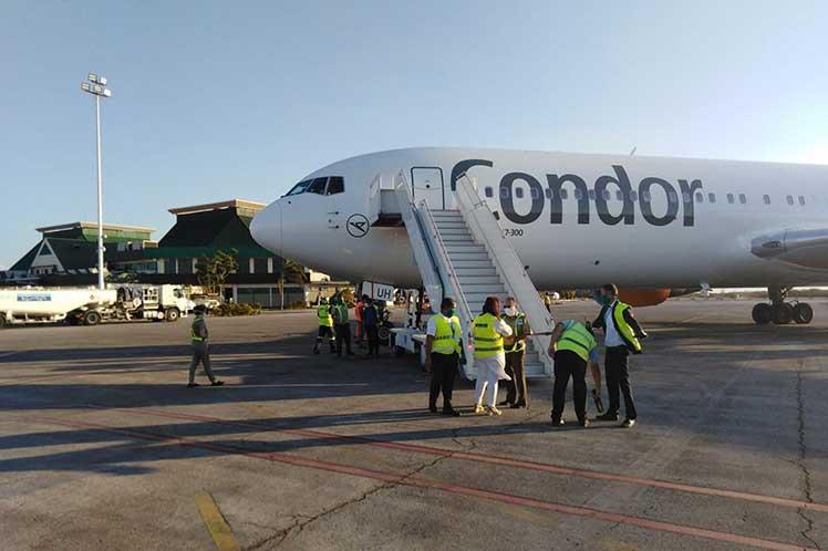 Cuba auxilia a aeronave Boeing 767 ante negativa en otros aeropuertos internacionales