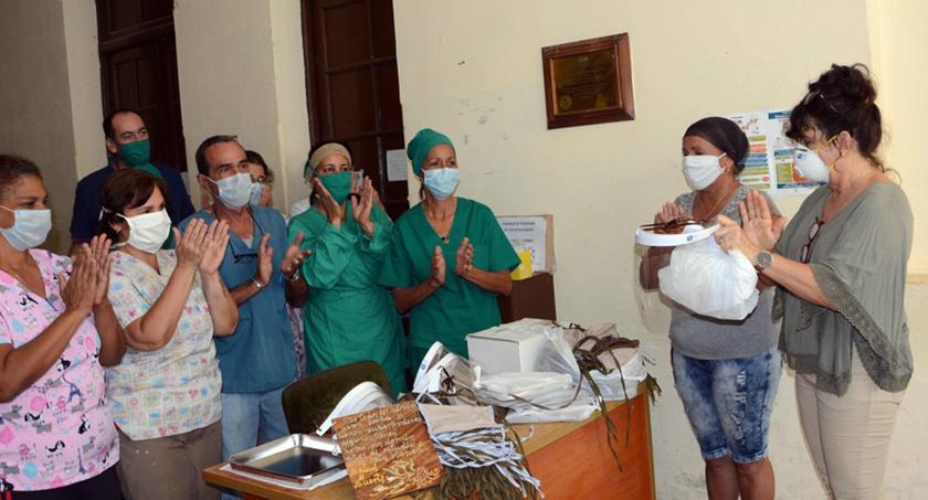 Artesanos artistas reconocen labor de madres que combaten la Covid-19 en Camagüey
