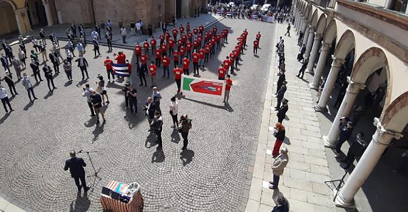 0-24-homenaje-a-brigada-medica-cubana-crema-italia-2.jpg