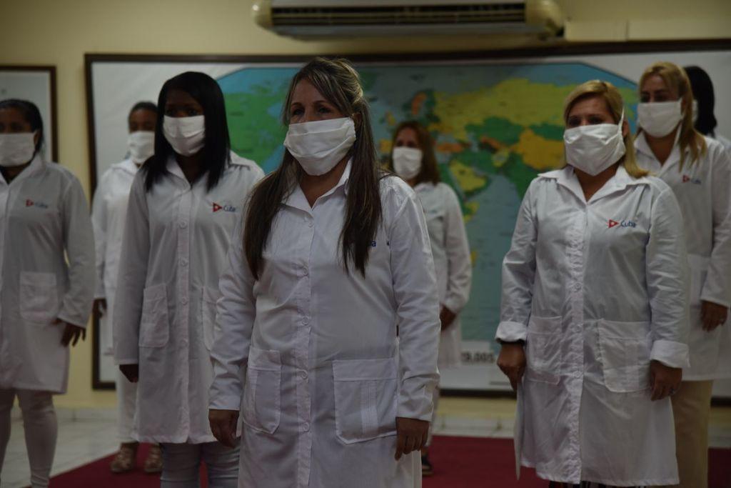 0105-enfermeras-cubanas2.jpg