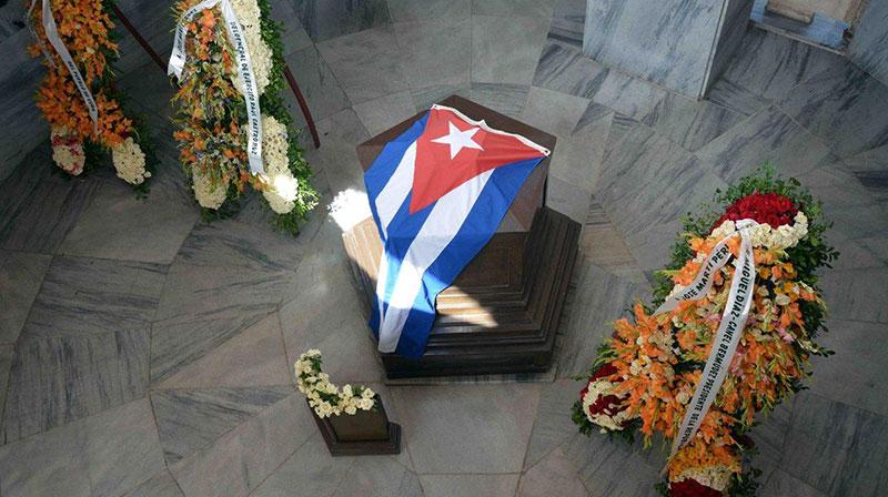 Ofrendas florales de Raúl y Díaz-Canel a José Martí en Santa Ifigenia (+ Fotos)