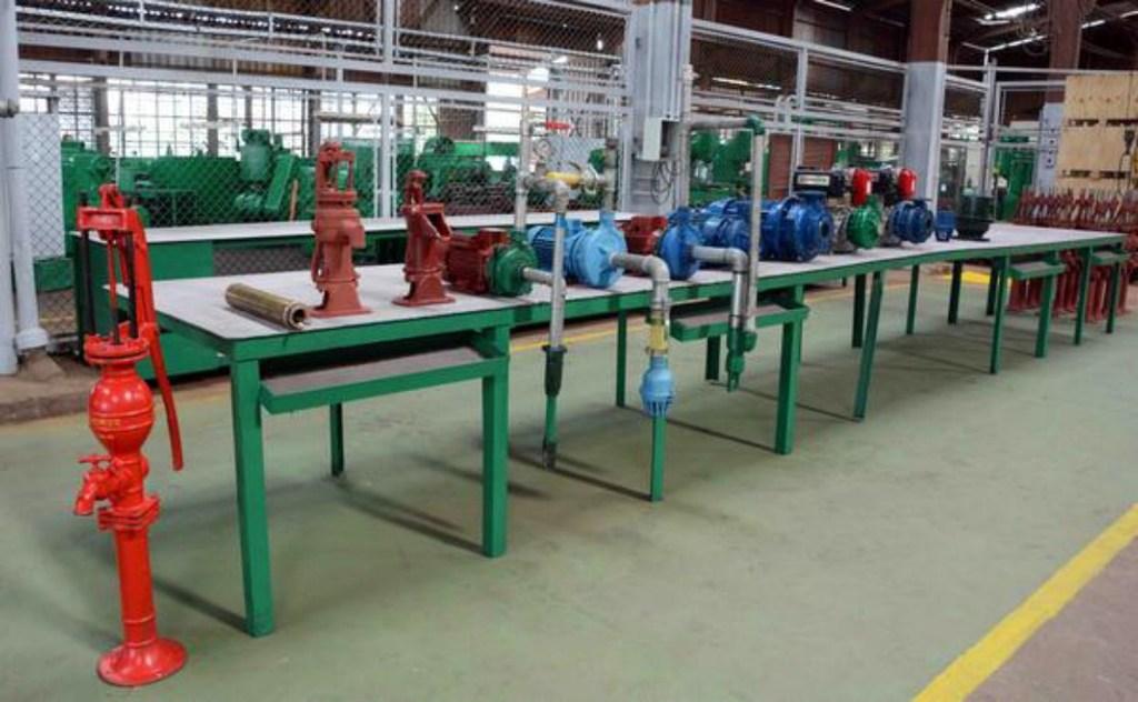 Produce planta camagüeyana Alejandro Arias bombas manuales para extraer aguas subterráneas