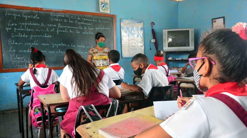 Eugenio González Pérez, viceministro de Educación, instó en esta ciudad a potenciar el enfoque humanista de la pedagogía cubana, de cara al reinicio del curso escolar 2020-2021, previsto para el venidero mes de septiembre.