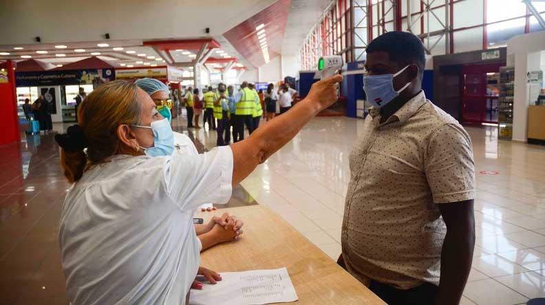 Cuba mantiene protocolos sanitarios para viajeros que arriban al territorio nacional
