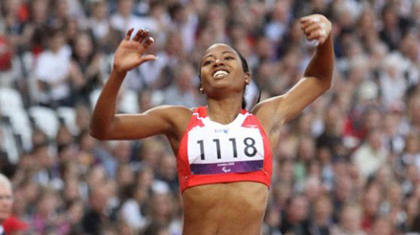 Dirigentes del Gobierno cubano felicitan a Omara Durand, reina de los Paralímpicos