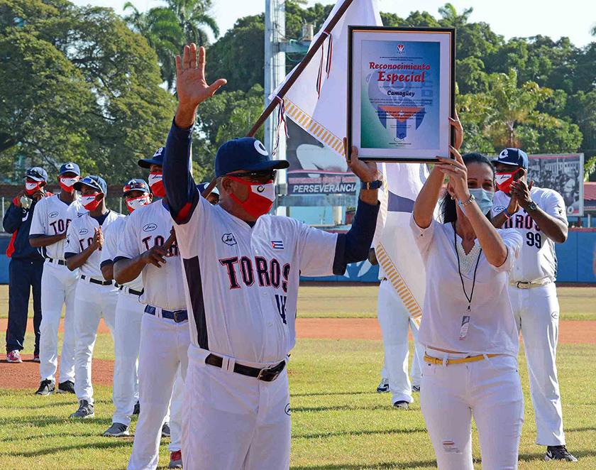 Toros de la Llanura parten a su primer combate en subserie de béisbol