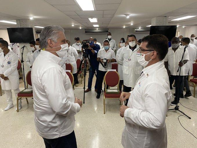 Intercambia Díaz-Canel con médicos cubanos que lucharon contra la Covid-19 en Lombardía