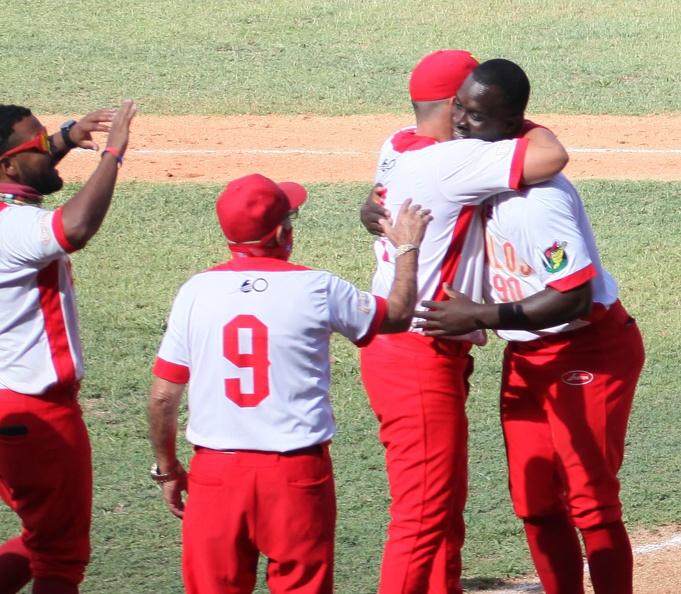 Yoisnel Camejo (centro, uniforma rojo y blanco, saltando) anotó por wild pitch la carrera que le dió la victoria a Matanzas sobre Granma en el quinto juego de la final beisbolera cubana que se desarrolla en el estadio José Antonio Huelga, en Sancti Spíritus, Cuba, el 2 de abril de 2021. ACN FOTO/Oscar ALFONSO SOSA