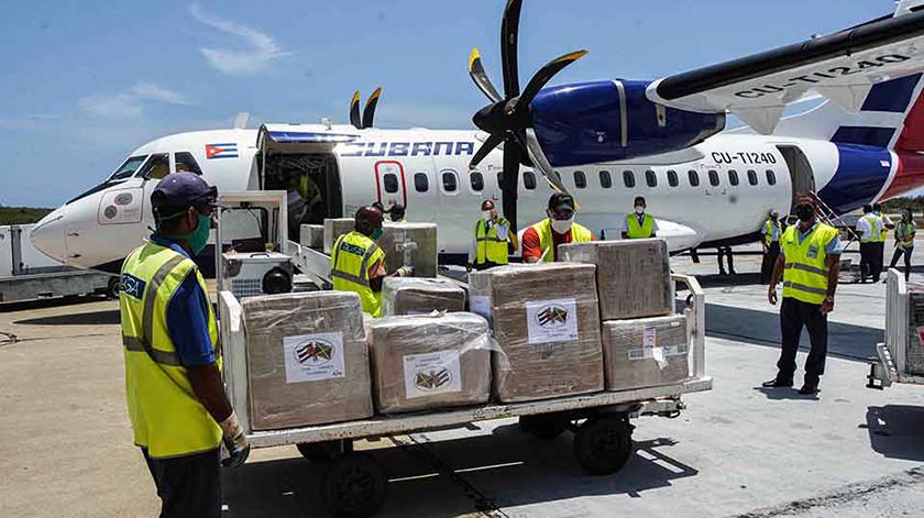 Colaboradores de la salud, amigos solidarios de Jamaica y residentes cubanos en ese país enviaron hoy el primer lote de donativos con jeringas, agujas, mascarillas, cánulas y desinfectantes necesarios para el combate a la COVID-19 en Santiago de Cuba.