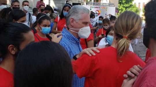 Díaz-Canel: Para entrarle al futuro hay que oír a los jóvenes