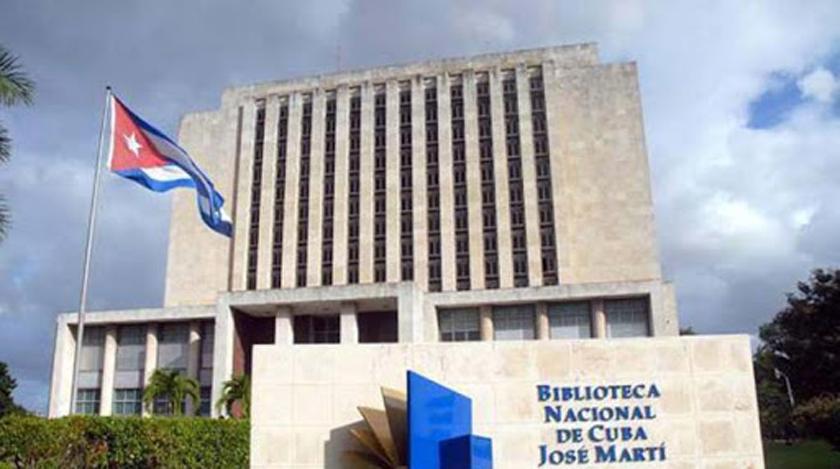 Donan colección de libros digitales a Biblioteca Nacional de Cuba