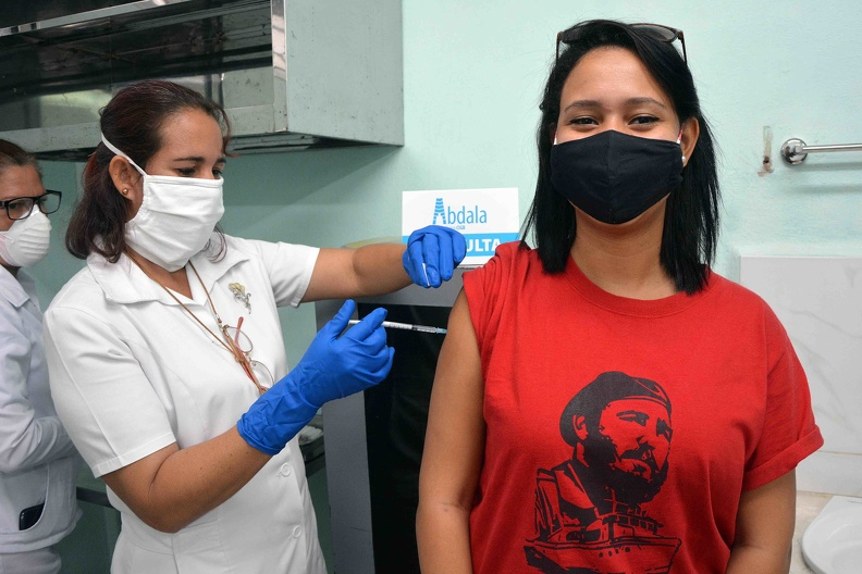 Vacunación con Abdala y Soberana 02
