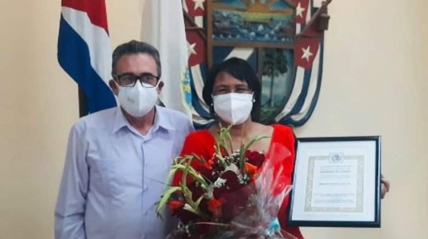 Miguel Díaz-Canel Bermúdez, Presidente de la República de Cuba, felicitó hoy vía Twitter a la rectora de la Universidad de La Habana (UH), Dra. Miriam Nicado, tras recibir este miércoles la condición de Académico de Honor de la Academia de Ciencias de Cuba (ACC).