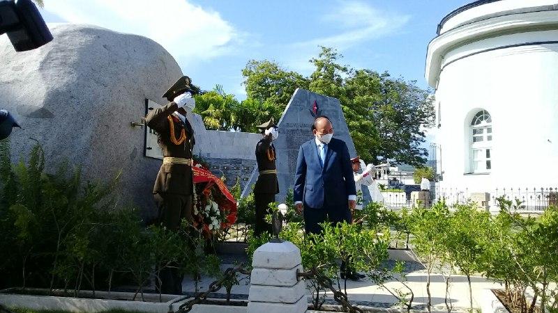 Presidente de Vietnam rinde homenaje a Fidel