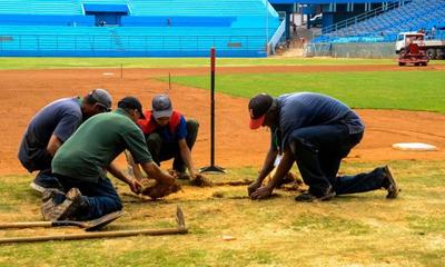 Alistan estadio Latinoamericano para histórico partido de béisbol