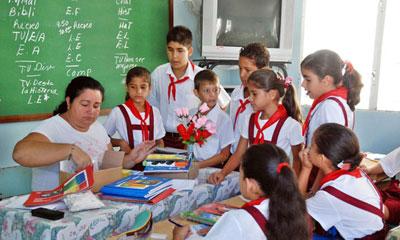 Recibirán aulas cubanas a más de un millón 700 mil alumnos