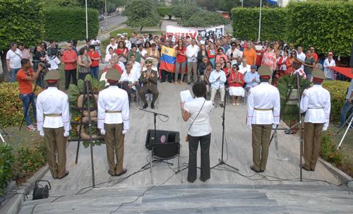 Cubanos y venezolanos rinden honores a Chávez