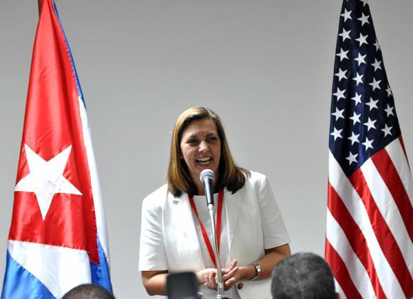 Otorgan Premio LASA a diplomática cubana, Josefina Vidal