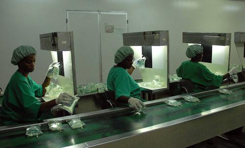 Cese de bloqueo beneficiaría a industria farmacéutica cubana