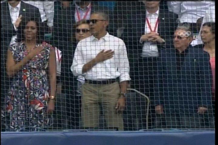 Raúl Castro y Barack Obama en el estadio Latinaomericano