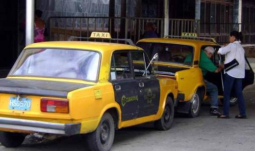 Prestan servicios sociales autos en Santiago de Cuba