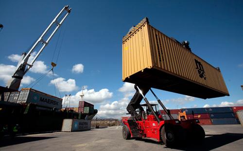 Manipula puerto santiaguero un millón de toneladas de carga