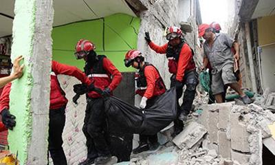 Aumenta a 413 el número de muertos por terremoto en Ecuador