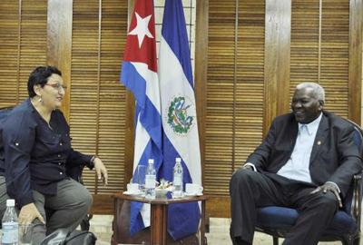 Recibe presidente de Parlamento cubano a legisladora salvadoreña
