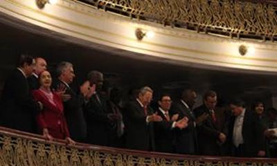 Asisten Obama y Raúl a encuentro con la sociedad civil cubana